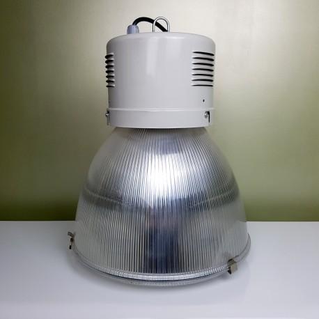 Suspension industrielle avec abat jour en polycarbonate