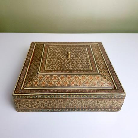 petite boite carr en bois perse en micro mosaique khatam kari. Black Bedroom Furniture Sets. Home Design Ideas