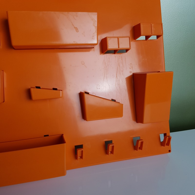 panneau de rangement mural plastique orange dlg becker maurer. Black Bedroom Furniture Sets. Home Design Ideas
