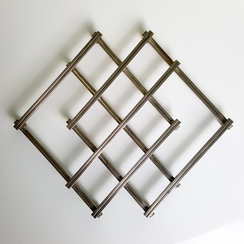 Dessous de plat extensible en métal argenté Design Jacques Adnet