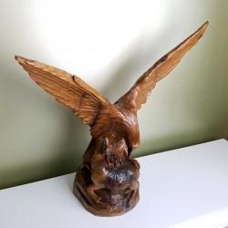 Imposante sculpture en bois Aigle en chasse