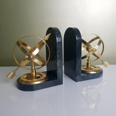 Paire de serres livre Astrolabe en marbre vert et acier doré