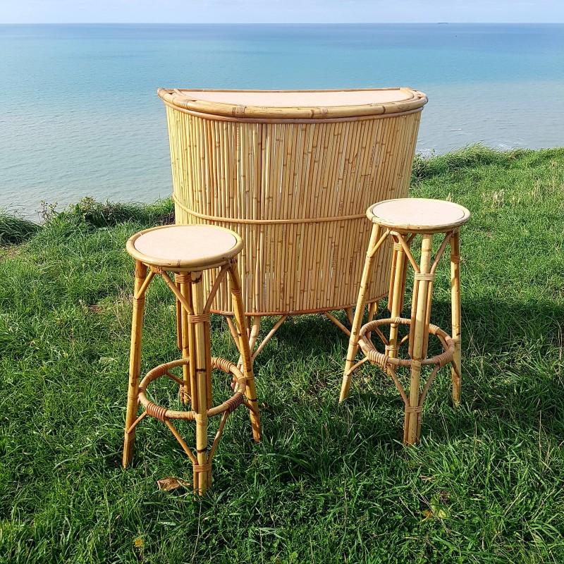 bar vintage en bambou accompagn de ses 2 tabourets hauts. Black Bedroom Furniture Sets. Home Design Ideas