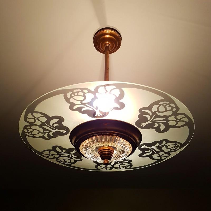 lustre de style art d co monture cuivr e et disque en verre d poli motif floral. Black Bedroom Furniture Sets. Home Design Ideas