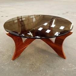 Table basse Hugues Poignant pietement plaquage de bois et plateau verre fumé