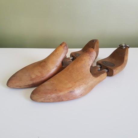 Anciennes formes a chaussures en bois Weston