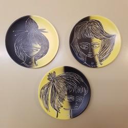 Série de 3 assiettes visages féminins stylisés Helene Hugo Vallauris 1960