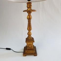 Grand pied de lampe style porte cierge en bois doré