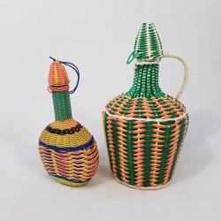 Lot de 2 bouteilles vintage decor de fils scoubidou années 60/70