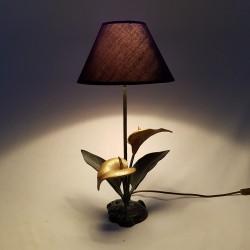 Lampe en bronze a décor de fleur d'arum