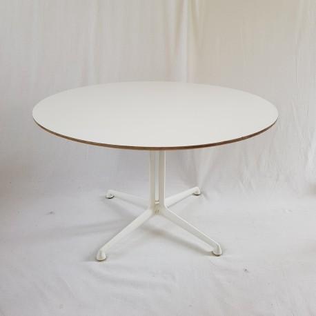 Table Basse Modele La Fonda Par Charles Et Ray Eames