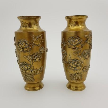 Paire de vases balustre en bronze Japon XIXe Meiji décor d'oiseaux et de fleurs