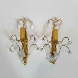 Paire d'appliques en bronze doré à pampilles de cristal