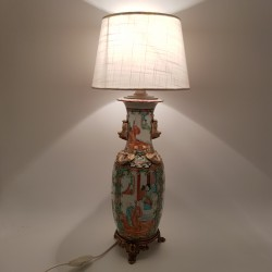 Lampe chinoise en porcelaine de Chine Canton socle en bronze doré XIXe Vase