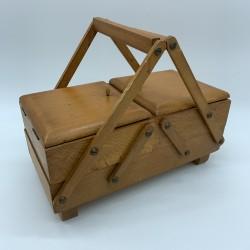 Ravissante boite de couture travailleuse enfant en bois clair