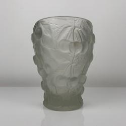 Vase en verre moulé pressé depoli décor cerise Josef Inwald Barolac