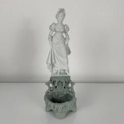 Porcelaine Biscuit XIXe sujet feminim femme au romantique Wedgwood jasperware
