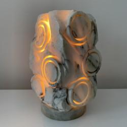 Lampe veilleuse abstraite en mabre taillé style Tormos
