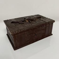 Boite ancienne coffret en bois sculpté Foret Noire XIXe 19e