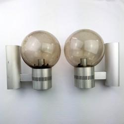 Paire d'appliques en aluminium globe verre bullé fumé vintage space age